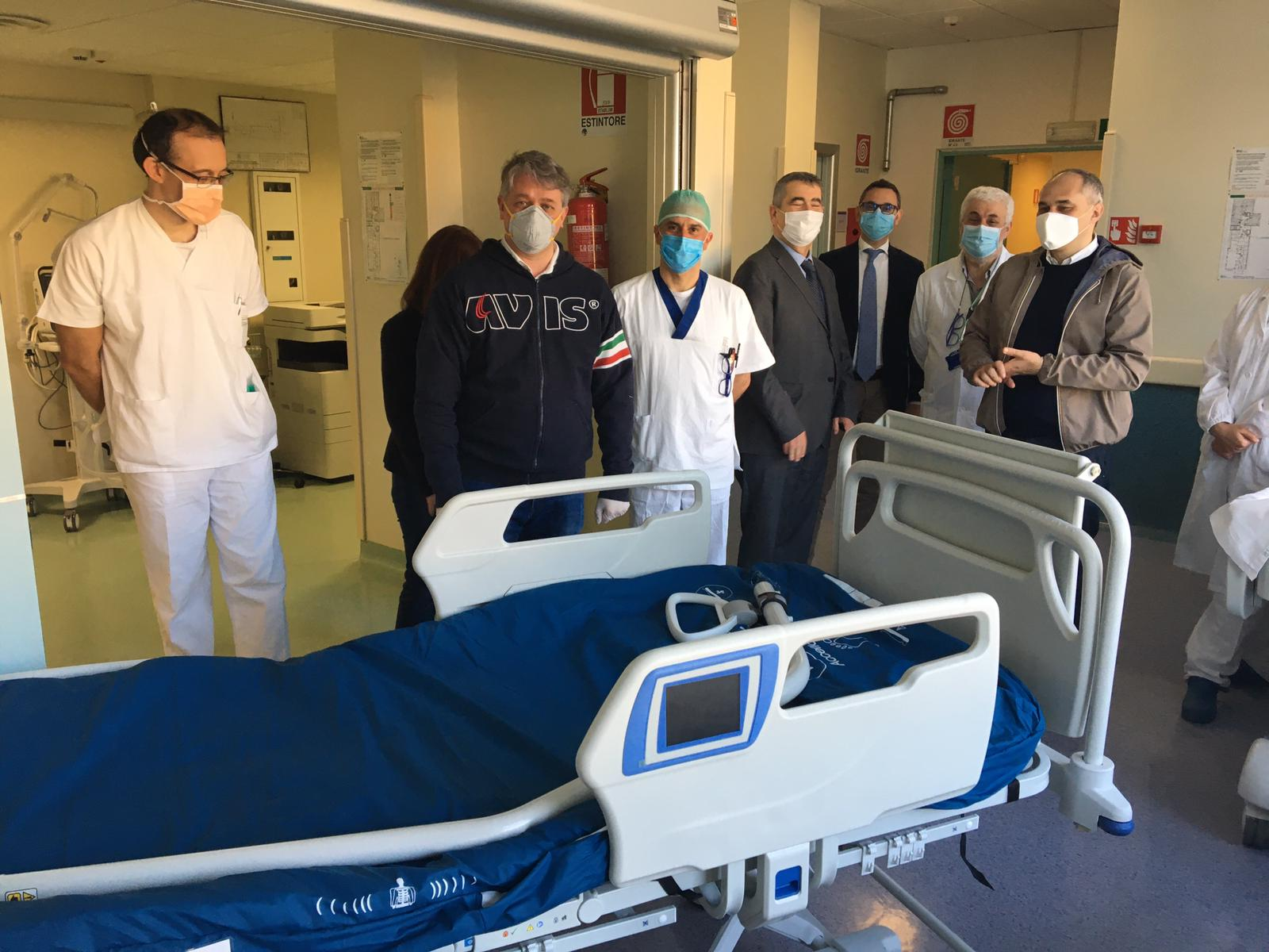 L'arrivo dei letti di terapia intensiva al'Uboldo